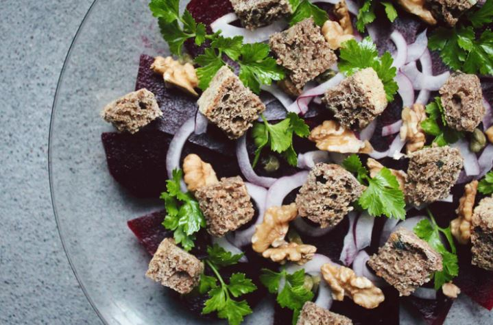 Salad with walnuts, beets, and croutons