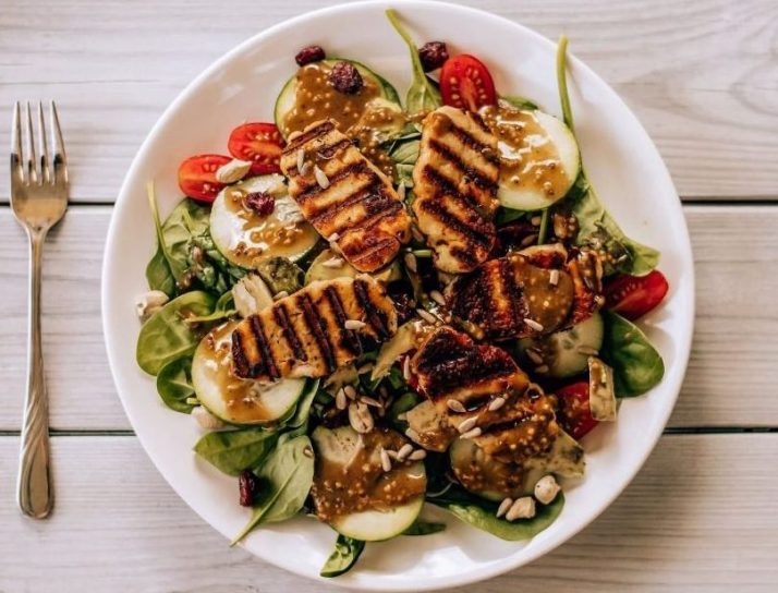 Fresh salad with grilled chicken