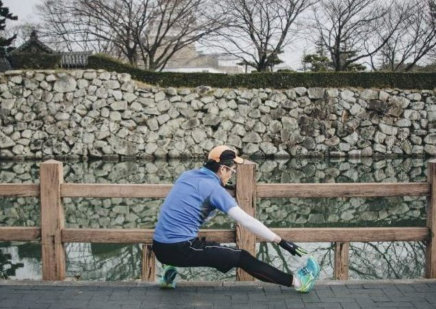 Runner stretching to prevent stomach pain